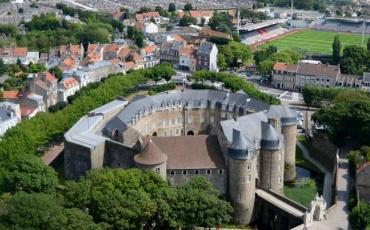 Visite le château(-musée) et ses collections